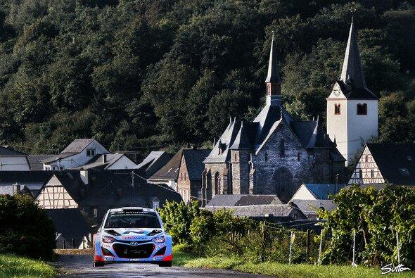 Ein Jahr nach der knappen Niederlage klappte es mit dem Sieg bei der Rallye Deutschland