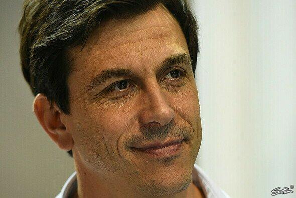 Wolff erwartet keine Kostenexplosion durch Motorentwicklung - Foto: Sutton