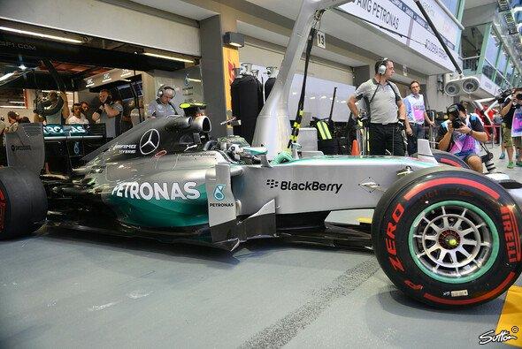 Rosberg liegt aktuell drei Punkte zurück - Foto: Sutton