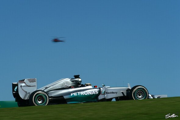 Lewis Hamilton setzte sich an die Spitze des Feldes - Foto: Sutton