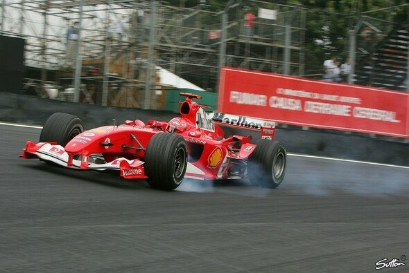 Michael Schumacher in der Saison 2004 - Foto: Sutton