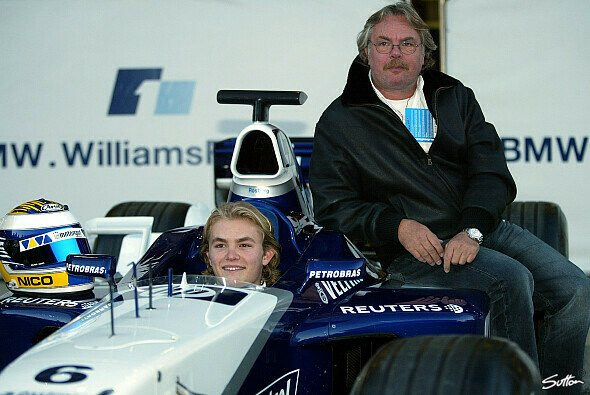 Das Milchgesicht und sein Vater: Nico und Keke Rosberg im Jahr 2002 - Foto: Sutton