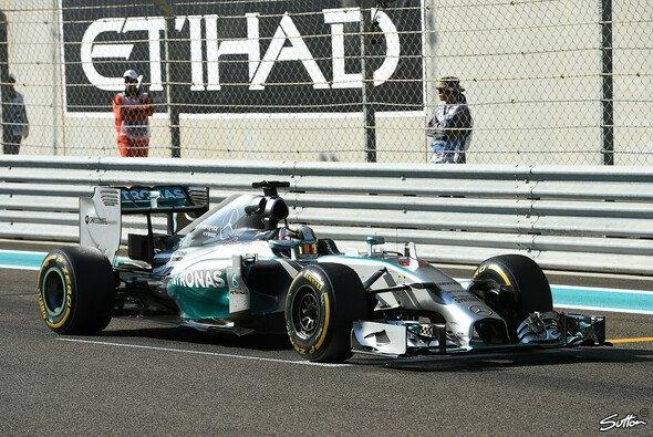 Hamilton mit Bestzeit in Abu Dhabi - Foto: Sutton