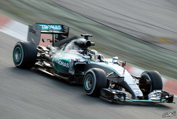 Lewis Hamilton meint: Mit 30 ist noch lange nicht Schluss - Foto: Sutton