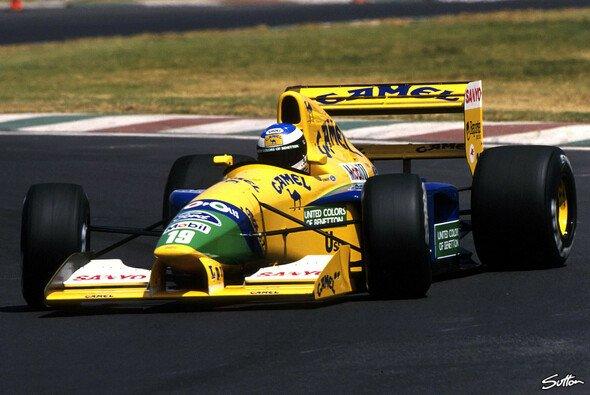 Michael Schumacher fuhr in seinem achten F1-Rennen erstmals aufs Podium - Foto: Sutton