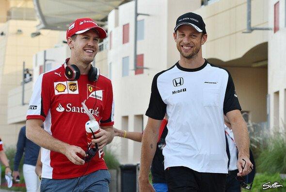 Sebastian Vettel könnte in Jenson Buttons Augen auf jeden Fall weiter Ferrari fahren - Foto: Sutton