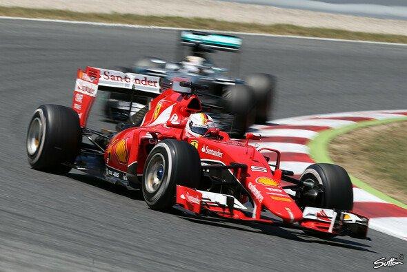 Wer ist besser? Für Mark Webber eine klare Sache: Er gibt Sebastian Vettel den Vorzug - Foto: Sutton