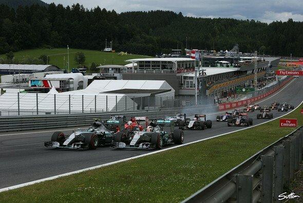 2015 muss sich die Formel 1 in Spielberg an der MotoGP messen lassen - Foto: Sutton