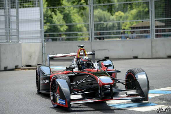 Im zweiten Rennen kam Heidfeld nicht ins Ziel - Foto: Sutton