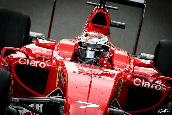 Räikkönen spulte im Qualifying eine schnelle Runde ab als Teamkollege Vettel - Foto: Sutton
