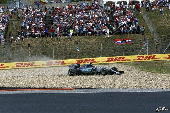Lewis Hamilton leitete sich einen Ausrutscher zu Beginn des Rennens - Foto: Sutton