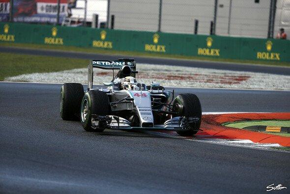 Lewis Hamilton sichert sich die Pole in Monza - Foto: Sutton