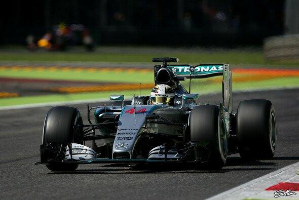 Hamilton erzielte in Monza seine siebte Pole Position in Serie - Foto: Sutton