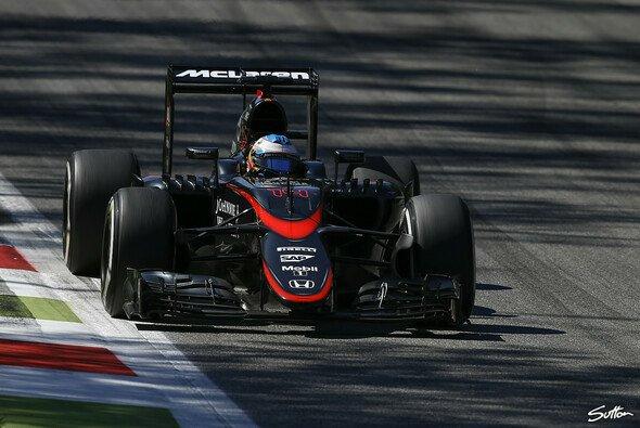 Fernando Alonso schied in Monza aus - Foto: Sutton