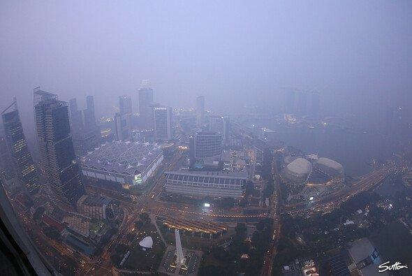 Die Formel 1 zittert vor dem Smog in Singapur - Foto: Sutton