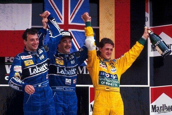22. März 1992: Michael Schumacher sichert sich beim Großen Preis von Mexiko seine erste von 155 Podestplatzierungen. - Foto: Sutton