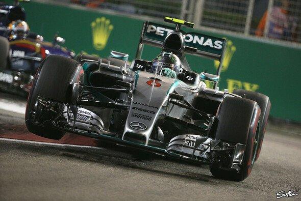 Mercedes hinkte am Freitag Red Bull und Ferrari hinterher - Foto: Sutton