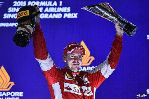 In Singapur fuhr Sebastian Vettel zum 42. Mal zum Sieg - Foto: Sutton