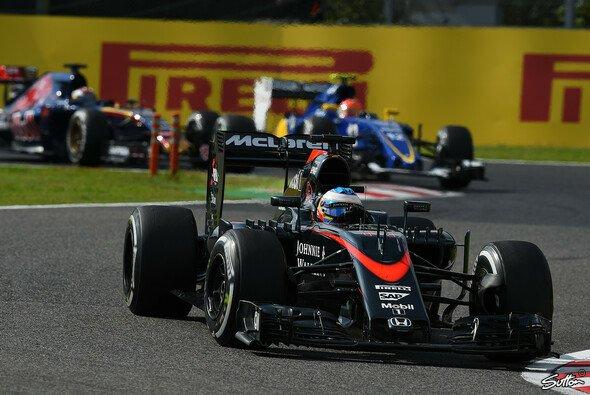 Fernando Alonso blickt trotz gravierender Probleme zuversichtlich auf 2016 - Foto: Sutton