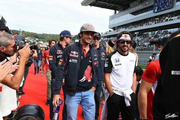 Solidarität mit dem Landsmann: Carlos Sainz und Fernando Alonso - Foto: Sutton