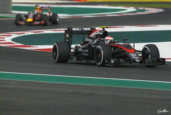 Die Fronten zwischen Red Bull und McLaren scheinen verhärtet - Foto: Sutton