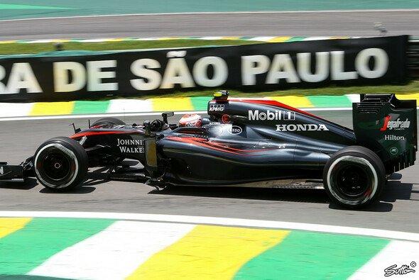 Erneut schieden beide McLaren in Q1 aus - Foto: Sutton