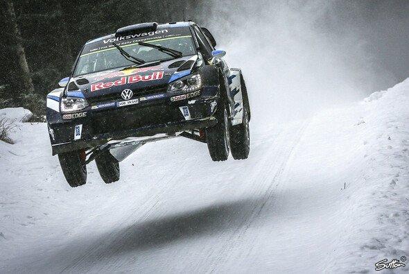 Sebastien Ogier fliegt zu seinem dritten Sieg bei der Rallye Schweden - Foto: Sutton