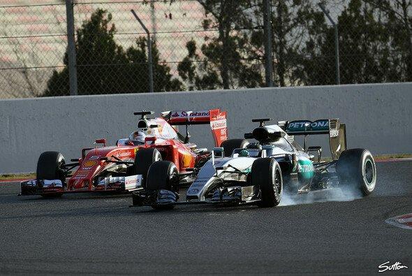 Das Duell Mercedes gegen Ferrari soll 2016 Spannung bringen - Foto: Sutton