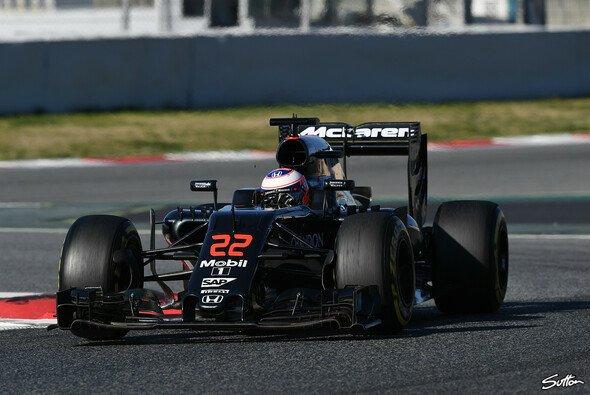 Kaum steht das erste Rennwochenende vor der Tür, gibt es wieder Probleme bei McLaren - Foto: Sutton
