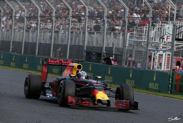 Daniel Ricciardo freute sich über sein bestes Ergebnis vor heimischem Publikum - Foto: Sutton
