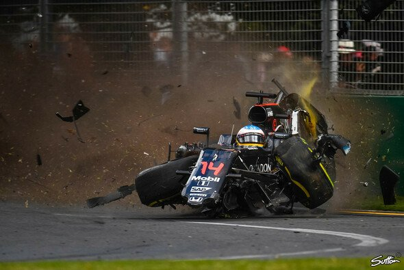 Alonsos Horror-Crash beim Australien GP - Foto: Sutton
