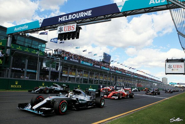 Lewis Hamilton fiel am Start in Australien weit zurück - Foto: Sutton