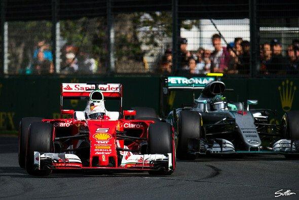 Nico Rosberg setzte sich dank einer besseren Strategie gegen Sebastian Vettel durch - Foto: Sutton