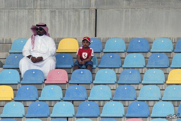 Abstandsregeln wurden in Bahrain auch vor Corona auf den Formel-1-Tribünen eingehalten - Foto: Sutton