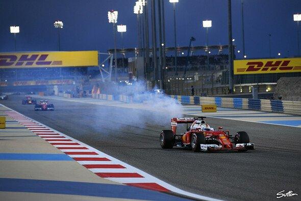 Sebastian Vettels Motor verabschiedet sich 2016 in Bahrain - Foto: Sutton
