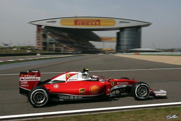Kimi Räikkönen führt das Ferrari-Duo beim 2. Freien Training zum China GP an - Foto: Sutton