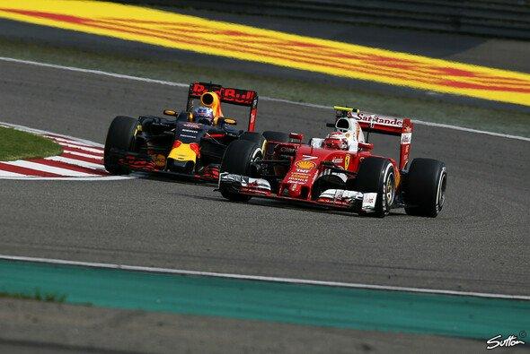 Kimi Räikkönen lieferte in China eine starke Aufholjagd mit seinem Ferrari - Foto: Sutton