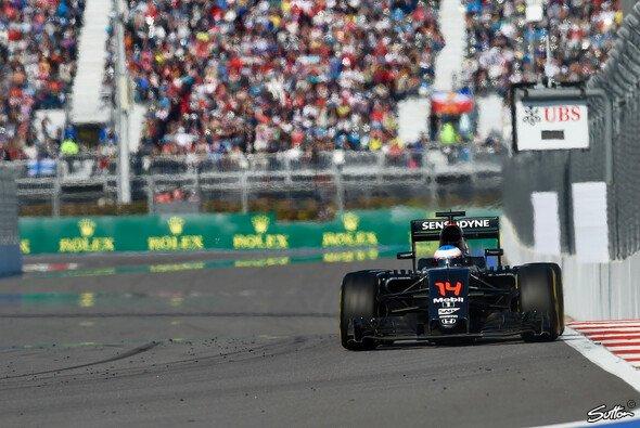 Fernando Alonso holte im McLaren-Honda acht Punkte beim Russland GP - Foto: Sutton