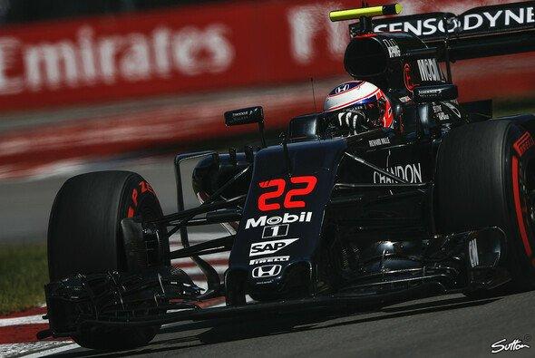 Jenson Button hatte in Kanada am Freitag mit technischen Problemen zu kämpfen - Foto: Sutton