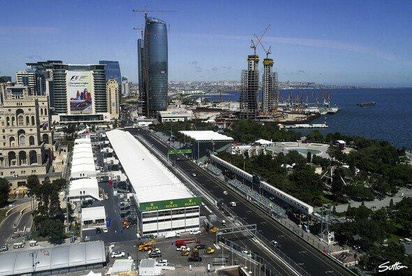 Formel 1 wie im Mittelalter gilt in Baku. Ok ... Autos gabs im Mittelalter noch nicht ... - Foto: Sutton