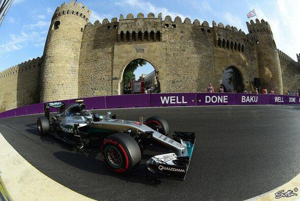 Nico Rosberg startet in Baku von der Pole Position - Foto: Sutton