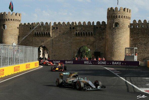 Rosberg siegte beim Premierenlauf in Baku - Foto: Sutton