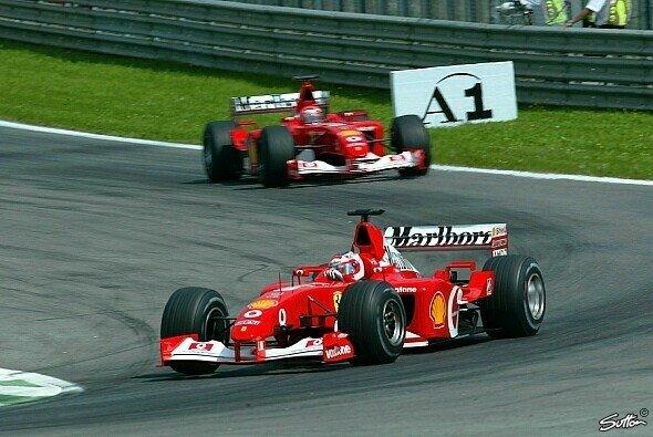Rubens Barrichello musste Michael Schumacher 2002 in Österreich auf Anweisung von Ferrari den Sieg überlassen - Foto: Sutton