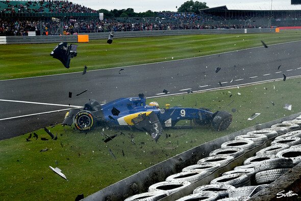 Bernie Ecclestone wünscht sich mehr Unfälle - Foto: Sutton