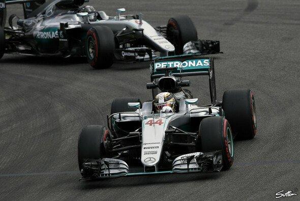 Auf der Strecke ist Lewis Hamilton nicht vorne - bei den Strafen schon - Foto: Sutton