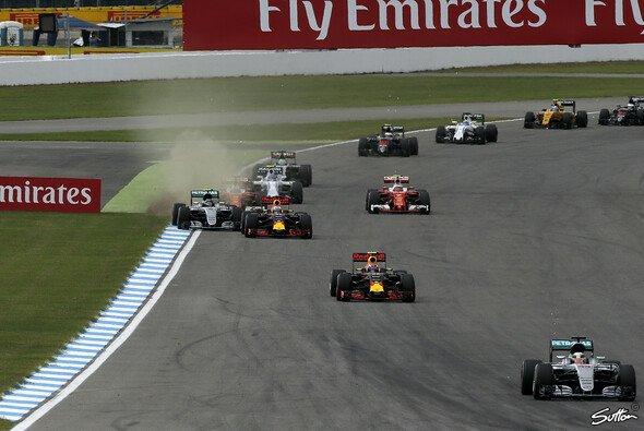 Lewis Hamilton gewinnt den Deutschland GP nach dominantem Auftritt - Foto: Sutton