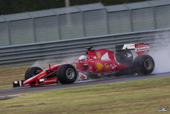 Der 2017er Regenreifen von Pirelli wurde komplett neu konzipiert - Foto: Sutton