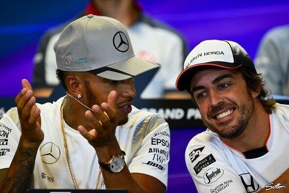 Trotz eines besseren Verhältnisses will Lewis Hamilton Fernando Alonso nicht bei Mercedes haben - Foto: Sutton