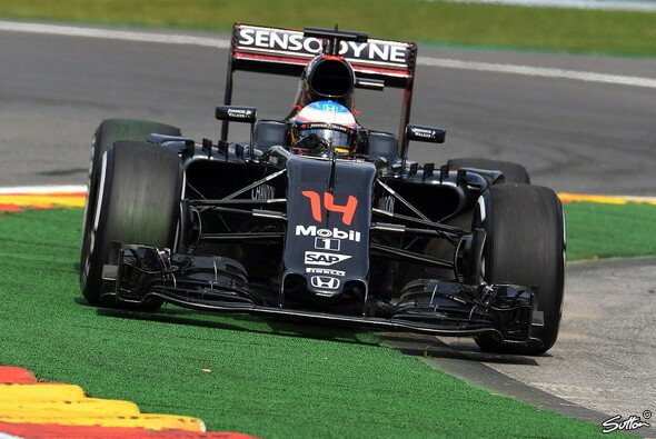 Fand beim Belgien GP in Spa den richtigen Weg: McLaren-Pilot Fernando Alonso - Foto: Sutton