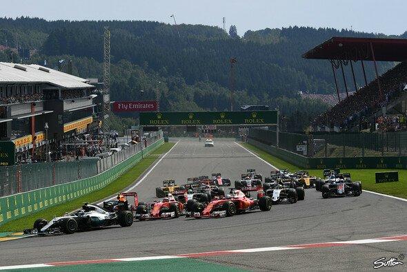Nico Rosberg gewann den Belgien GP vor Daniel Ricciardo und Lewis Hamilton - Foto: Sutton